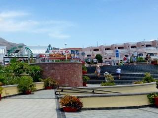 Se venden 4 locales comerciales colindantes en 1ª linea Playa Fañabe, Costa-Adeje.inside 242m2 private terrazas 156m2y storage underground 263m2.  