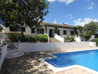 Single storey villa, three ensuite bedrooms, with magical sea views in Central Algarve! RP1167V | 3 Bedrooms | 4WC
