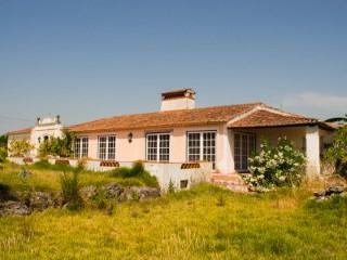 Quintinha com 3 Moradias Rústicas, Imóvel de Banco a Menos de 1 Hora de Lisboa e da Praia, Para Venda   T5   1WC