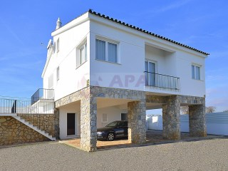 4 Bedrooms House Faro (Sé e São Pedro) - For sale