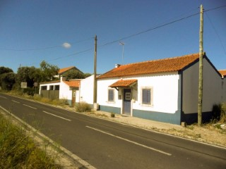 Moradia T3 com Quintal, Imóvel de Banco Junto de Santarém, Para Venda › Santarém