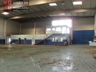 Albarraque/Cabra Figa armazém com área de  900M2 |