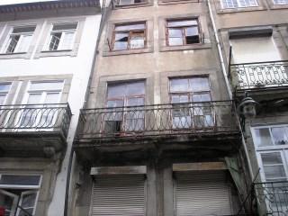 Prédio para recuperar na Baixa do Porto |