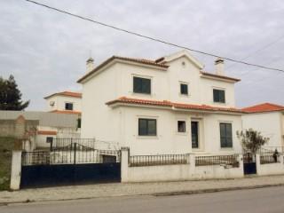 Moradia T5 com Garagem, Imóvel de Banco Junto do Centro da Cidade, Para Venda › Santarém