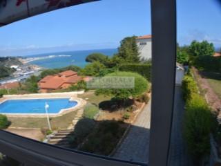Casa con espectaculares vistas a la Bahía de Arenys desde tres de los cuatro costados el otro da a la montaña. | 5 Habitaciones | 3WC