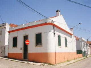 Moradia T4 + 2 com Quintal, Imóvel de Banco no Centro de Santarém, Para Venda › Santarém