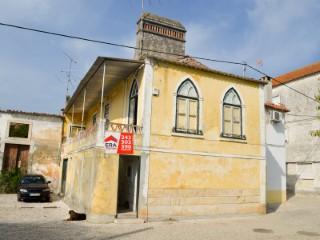 Casa Antiga T2 com 2 Pisos;  Vista Sobre o Rio Tejo, Para Venda   T2