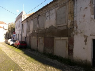 Prédio de 2 Pisos para Recuperar, em Zona Histórica de Santarém, Para Venda  