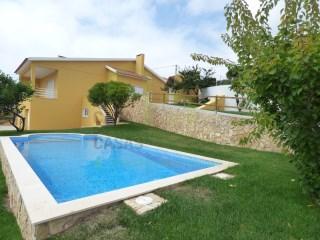 Moradia T3+1 com piscina a 4 km da Ericeira. | T3+1