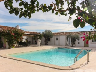Belíssima Quinta com 2 Moradias Rústicas de Luxo, a Menos de 1 Hora de Lisboa e da Praia, para Venda  