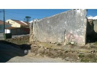 1042MU - Antiga habitação em estado de ruína para venda implantada num terreno com mais de 500 m2. |