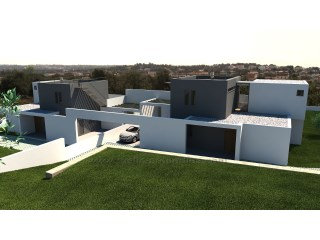 Plot of land with approved project for the construction of two houses and two swimming pools. |