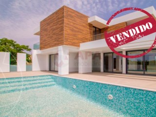 4 Bedrooms Villa Quarteira - For sale