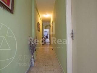 4 Pièces + 1 Chambre intérieur Maison ancienne Faro (Sé e São Pedro) - Acheter