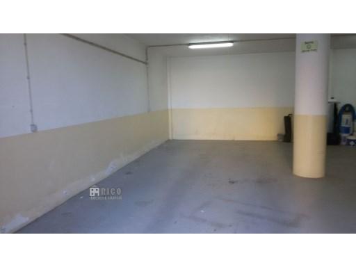 1052AR - Armazém/ Garagem para arrendamento. |