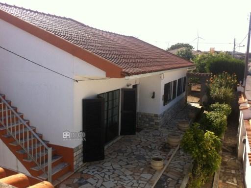 987MU - Moradia T4 com grande quintal. | T4+2 | 2WC