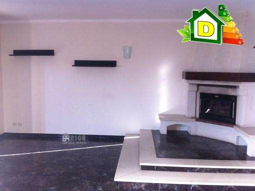 1001MU - Moradia geminada  6 quartos  4 casas de banho terraço com vista para o Mar, com ótimas áreas situada na Atouguia da Baleia.   T3+3 Triplex