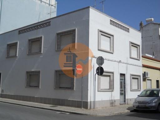 Edifício composto por 2 apartamentos | T5