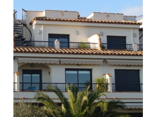 Se vende Dúplex en L'Ampolla (Cap Roig) con Solárium, plaza de Párking y Piscina comunitaria | 3 Habitaciones + 2 Estancias | 1WC