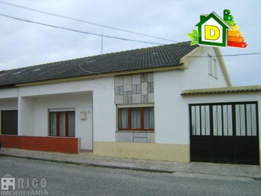 956MU - Moradia T3 + 2 com um piso e sótão na cidade de Peniche.   T3+2   1WC