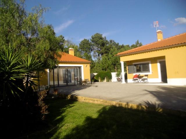Excelente Moradia T3 com Anexo e Jardim, Perto de Almeirim, Para Arrendar