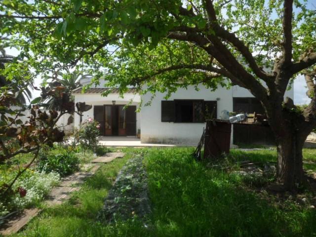 Moradia com garagem, sotão, jardim, terreno e Poço em Benfica do Ribatejo Para Venda