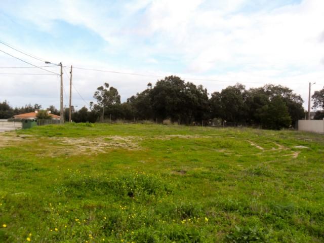 Terreno Urbano com Possibilidade de Construção de Moradia  de 2 Pisos, Perto da Escolas, Para Venda