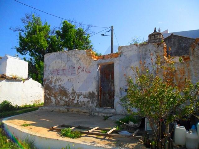 Ruína num terreno com 480 m² em Belmonte de Cima, freguesia de Pechão!  