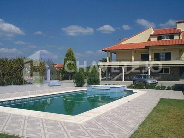 Quinta composta por habitação, piscina e anexos diversos para venda, a 2 km da cidade de Tomar