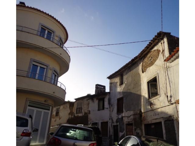 Casa Antiga T2 Triplex › Torres Novas (São Pedro), Lapas e Ribeira Branca