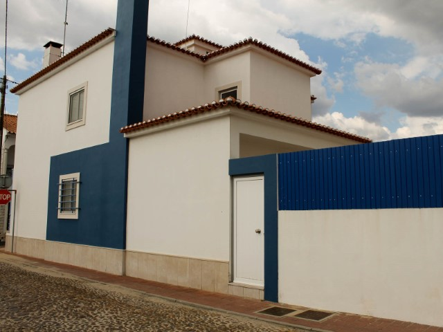 Moradia T4 com Garagem, Imóvel de Banco em Almeirim, para Venda
