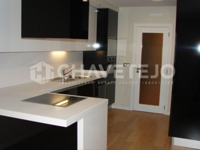 Apartamento T2 novo com garagem para venda na zona histórica