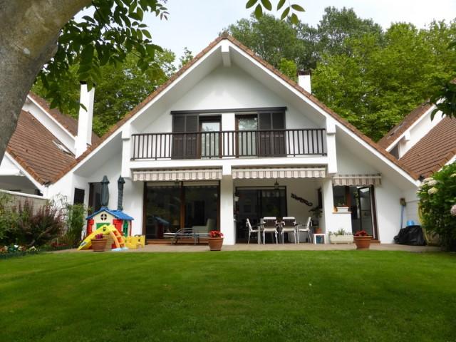 Villa adosada en venta en Jaizubia , Irún