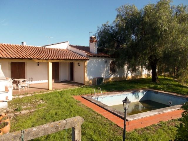 Moradia T3 com Piscina, Poço e Terreno em Zona Rural Para Venda