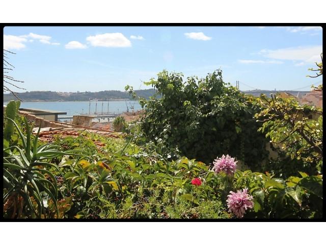 Apartamento T2 com Terraço e Vista de Rio