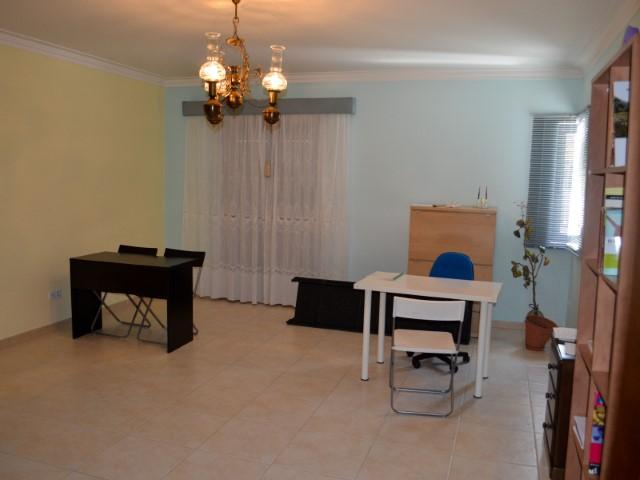 Apartamento T2 com Grande Terraço e Garagem para 2 Carros, Perto do Centro, Para Venda