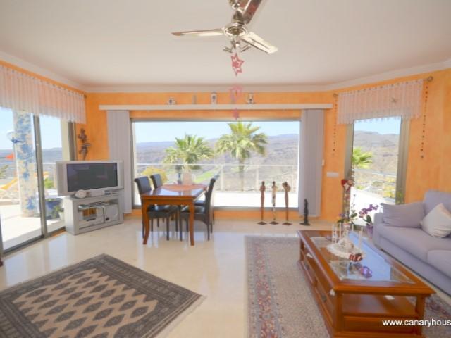 Villa independiente, en venta,  en lo alto de Valle Amadores, con vistas a Tauro Golf, Puerto Rico, Gran Canaria.