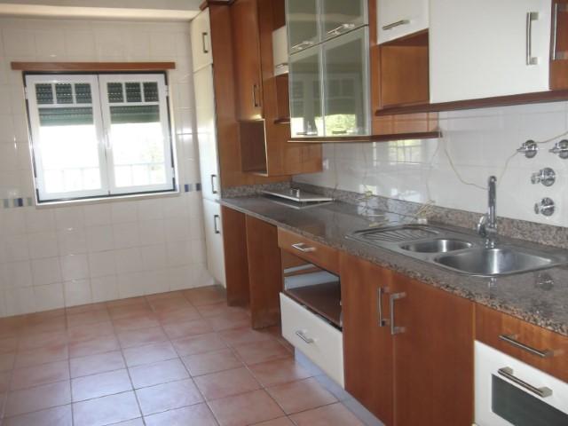 Apartamento T3 com 2 Lugares de Garagem, Imóvel de Banco Perto de Hipermercados, Para Venda