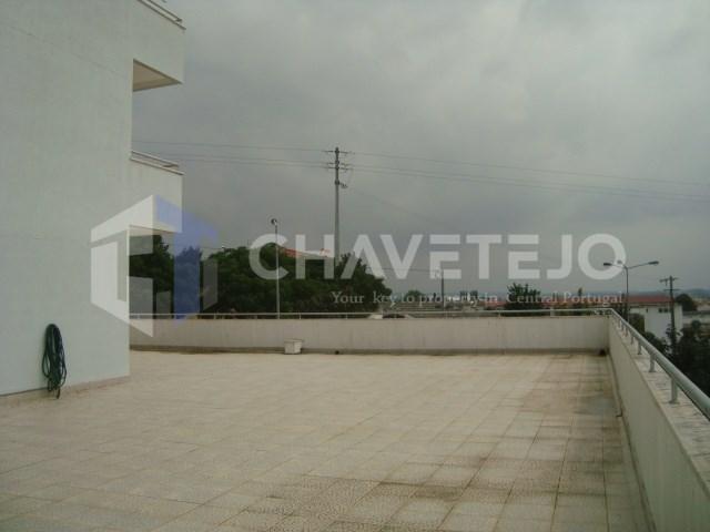 Apartamento T4 com terraço para venda