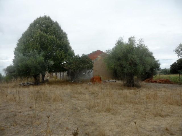 Ruína com Terreno Vedado, Furo, Zona Rural, para Venda