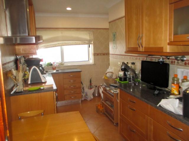 Apartamento T3 com Sótão Forrado a Madeira, no Centro de Torres Novas, para Venda