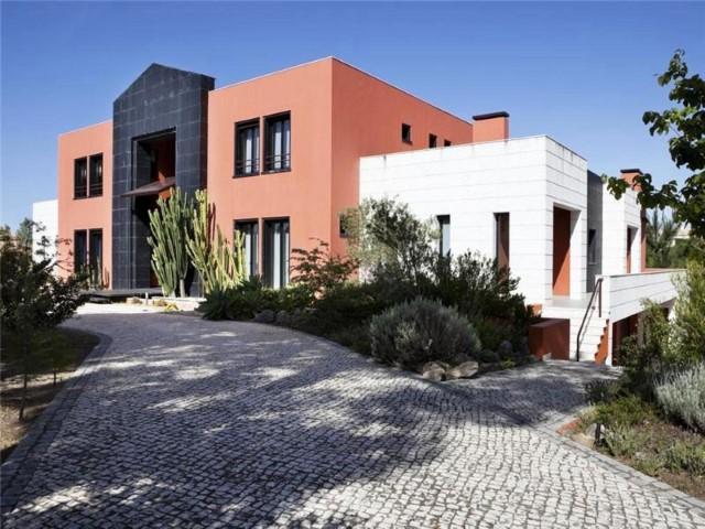 Moradia com 6 suites na Quinta Patino, em Cascais.