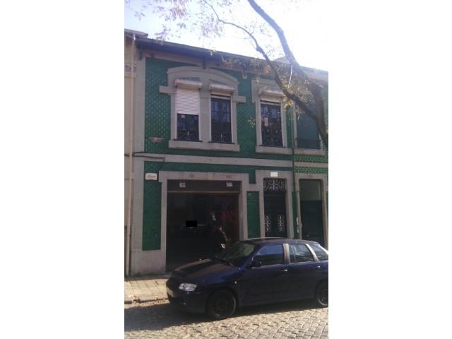 Prédio com 180 m2, Porto, Bonfim