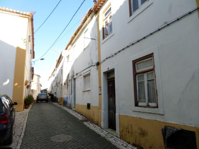 Moradia Geminada T3 › Torres Novas (São Pedro), Lapas e Ribeira Branca