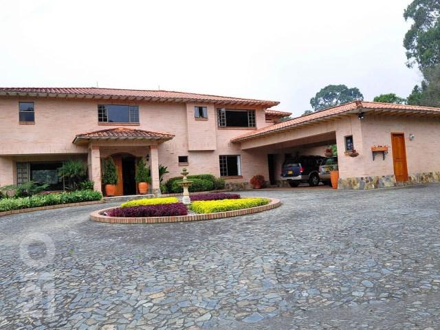 Finca 5 Habitaciones › Via Las Palmas