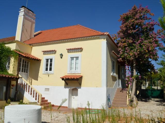 Quinta com 3 Moradias, a menos de 1 Hora de Lisboa e da Praia, Para Venda