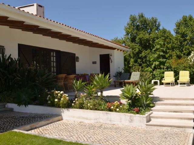 Lindíssima Moradia T7 com Piscina e Grande Jardim, Junto ao Nó A1 Santarém, Para Venda
