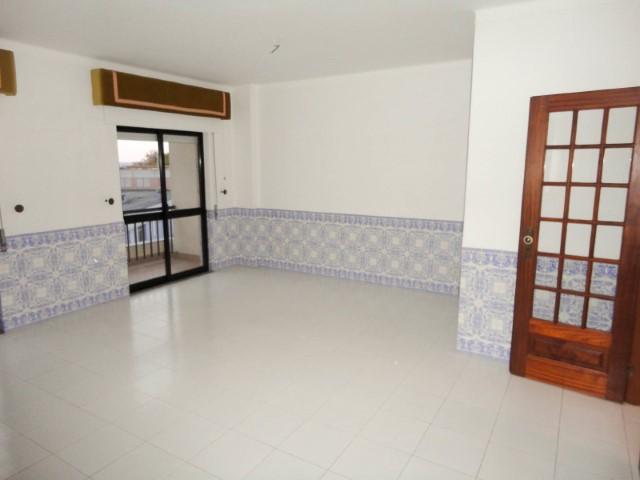 Apartamento T3 com Boas Áreas, Junto ao Politécnico, Para Venda