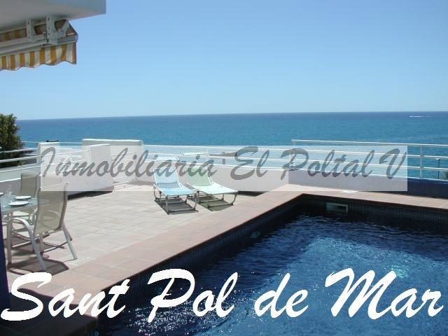 Casa Sant Pol de Mar Casa adosada tipo Ibizenca situada en zona muy tranquila y en frente del mar.