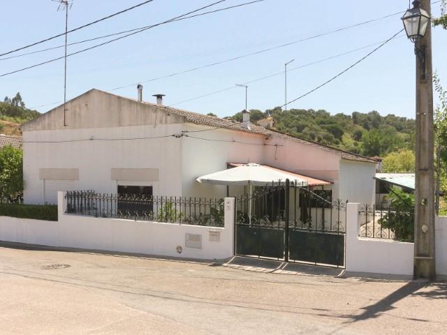 Moradia T3 com Logradouro, Anexo e Garagem, no Pinheiro Grande, para Venda